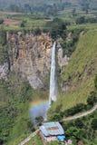 Cascada del arco iris Imágenes de archivo libres de regalías