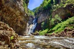 Cascada del Estrecho i den Ordesa nationalparken royaltyfri foto