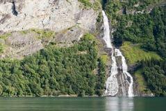 Cascada del fiordo de Geiranger, Noruega Fotos de archivo