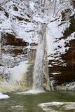 Cascada del invierno en un río de la montaña, río de Rufabgo Fotos de archivo