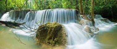 Cascada del kamin de los mae de Huay en la nación de la presa del nakarin de Sri Foto de archivo libre de regalías
