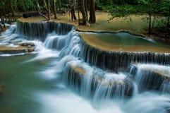 Cascada del kamin de los mae de Huay en la nación de la presa del nakarin de Sri Fotografía de archivo libre de regalías