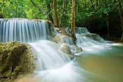 Cascada del kamin de los mae de Huay en la nación de la presa del nakarin de Sri Imagen de archivo libre de regalías