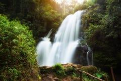 Cascada del PA Dok Siew WaterfallRak Jung, Doi Inthanon, Chiang Mai, Tailandia fotografía de archivo libre de regalías
