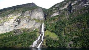 Cascada del pretendiente en Noruega almacen de metraje de vídeo