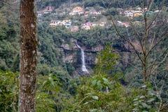 Cascada del velo de Veu de Noiva Bridal - Caxias hace Sul, Río Grande del Sur, el Brasil Imagen de archivo