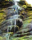 Cascada del verde de Tintagel que flota en el mar Fotografía de archivo
