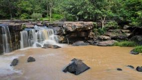 Cascada después de fuertes lluvias Foto de archivo
