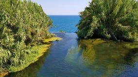 Cascada Duden y mar Mediterráneo, Antalya, Turquía foto de archivo