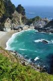Cascada en Big Sur Imagen de archivo libre de regalías