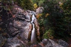 Cascada en bosque en Canakkale, Turquía imagenes de archivo