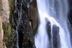Cascada en bosque profundo en el parque nacional Fotos de archivo