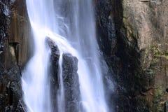 Cascada en bosque profundo en el parque nacional Foto de archivo libre de regalías