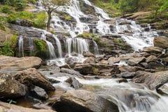 Cascada en el bosque de Tailandia Fotos de archivo libres de regalías