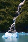 Cascada en el fiordo del brazo de Tracy Fotos de archivo libres de regalías