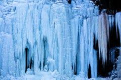 Cascada en el frío extremo Imágenes de archivo libres de regalías