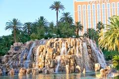 Cascada en el hotel y el casino de la isla del tesoro en Las Vegas Fotos de archivo libres de regalías