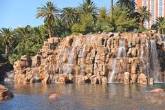 Cascada en el hotel y el casino de la isla del tesoro en Las Vegas Foto de archivo libre de regalías