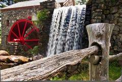 Cascada en el molino del grano para moler Fotografía de archivo