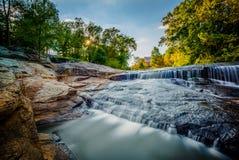 Cascada en el parque de las caídas en el arundineo, en Greenville, C del sur foto de archivo libre de regalías