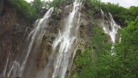 Cascada en el parque nacional de Plitvice almacen de video