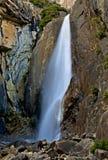 Cascada en el parque nacional de Yosemite Fotos de archivo