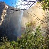 Cascada en el parque nacional de Yosemite, los E.E.U.U. fotografía de archivo libre de regalías