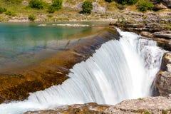 Cascada en el río de Cijevna Foto de archivo libre de regalías