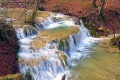 Cascada en el río de la montaña Fotografía de archivo libre de regalías