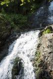Cascada en el río de la montaña Imagen de archivo libre de regalías