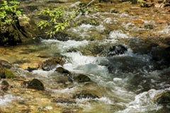 Cascada en el río de la montaña Imágenes de archivo libres de regalías