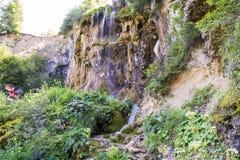 Cascada en el río de la montaña Foto de archivo libre de regalías