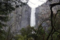 Cascada en el valle de Yosemite imagen de archivo libre de regalías