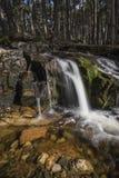 Cascada en Glen Feshie en las montañas de Escocia Imagenes de archivo