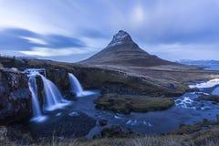 Cascada en Islandia en invierno fotos de archivo libres de regalías