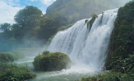 Cascada en Italia imagenes de archivo