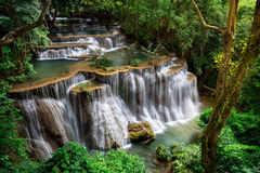 Cascada en Kanchanaburi, Tailandia Foto de archivo libre de regalías