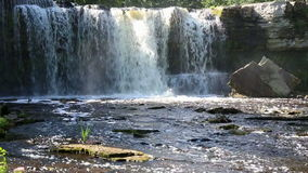 Cascada en Keila-Joa en Estonia almacen de metraje de vídeo