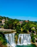 Cascada en la ciudad de Jajce imágenes de archivo libres de regalías