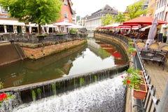 Cascada en la ciudad de Saarburg, Alemania Fotos de archivo libres de regalías