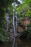 Cascada en la selva Fotografía de archivo libre de regalías