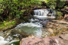 Cascada en la selva tropical Imágenes de archivo libres de regalías