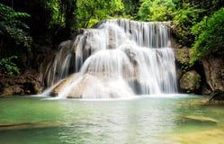Cascada en la selva tropical (Huay Mae Kamin Waterfall, Kanchanabur imagen de archivo libre de regalías