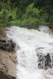 Cascada en las montañas de Vietnam Imagenes de archivo