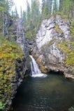 Cascada en las rocas imagen de archivo libre de regalías