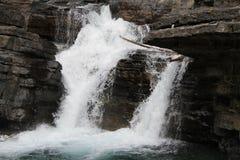 Cascada en montañas Foto de archivo