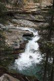 Cascada en montañas Imagenes de archivo