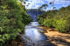 Cascada en montañas azules Fotografía de archivo libre de regalías