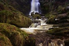 cascada en País de Gales del norte Reino Unido con una exposición larga Fotografía de archivo