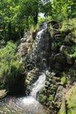 Cascada en parque Imágenes de archivo libres de regalías